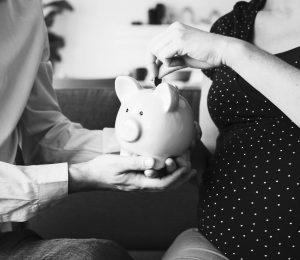 Miten saada raha riittämään äitiyslomalla?