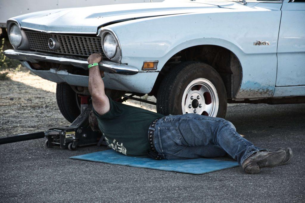 puskuri auton korjausta varten