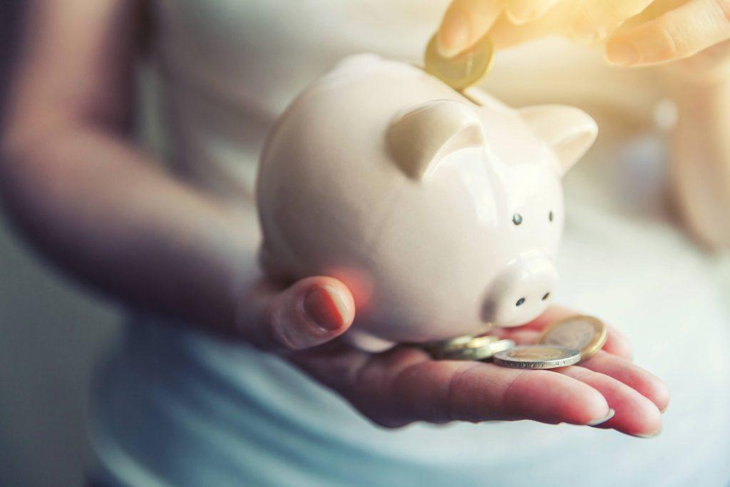 miten säästää enemmän rahaa
