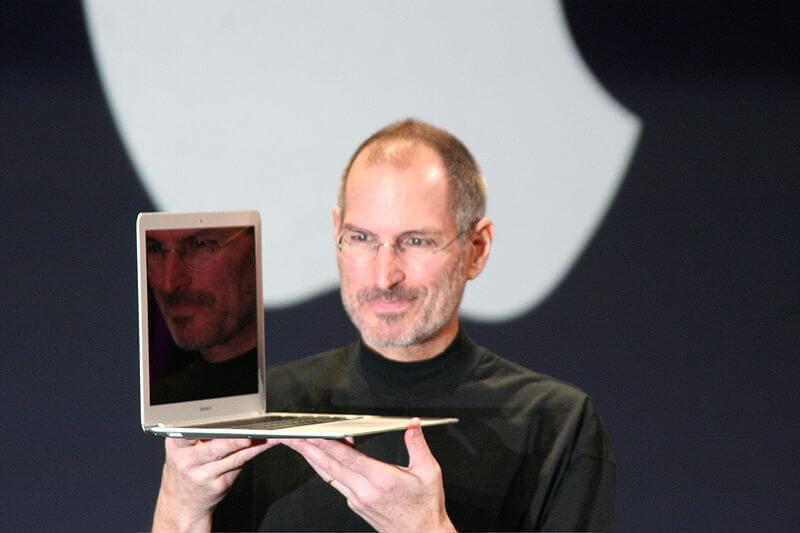 Kuka perusti Applen?