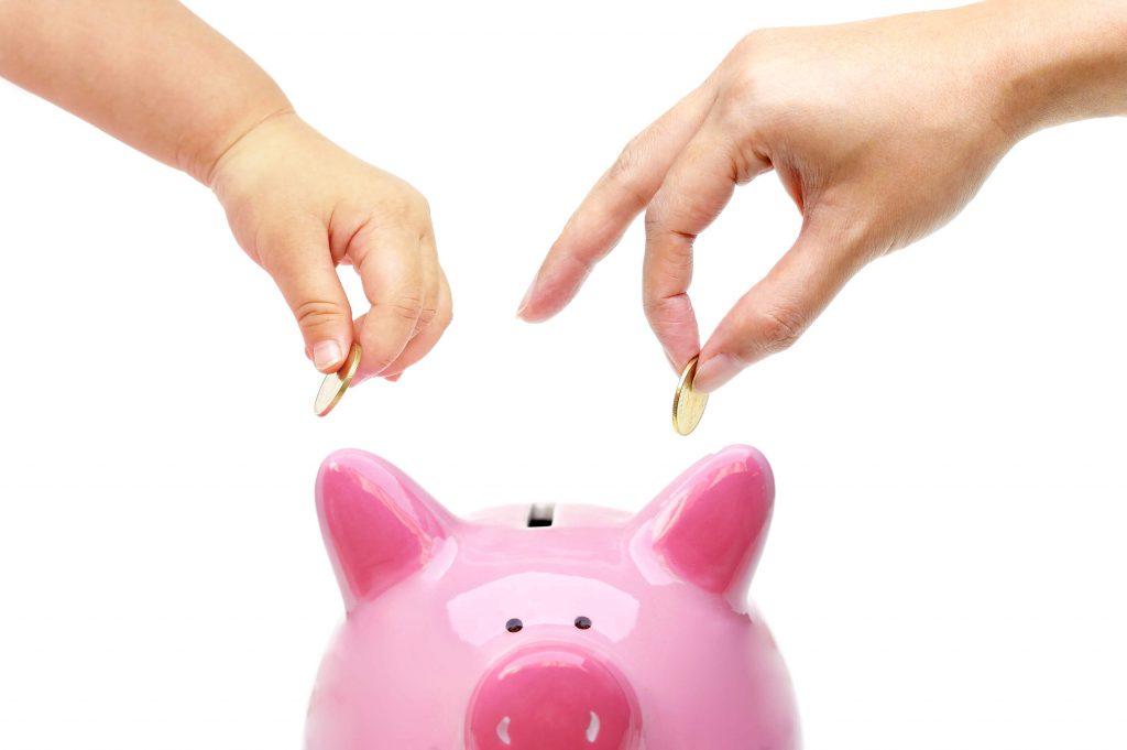 Miten säästää rahaa äitiyslomalla?