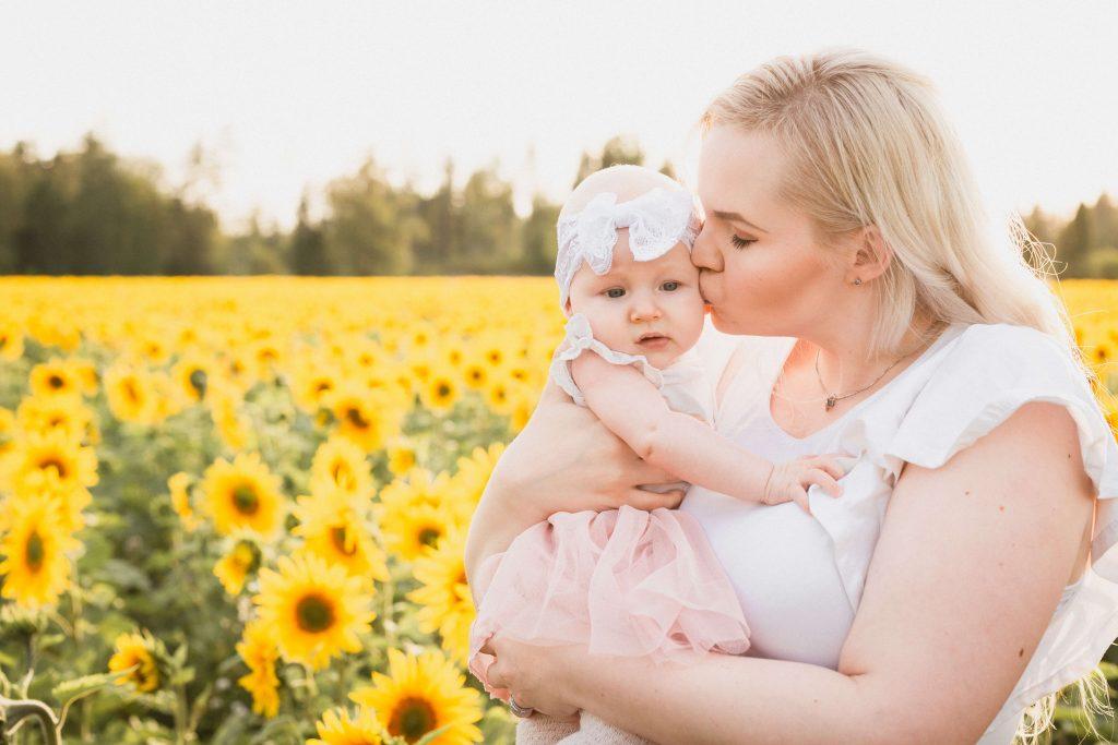 Kuinka paljon äitiyslomalla voi tienata?