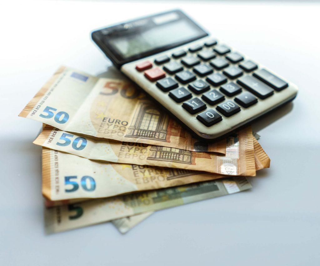 Mitä eroa on arvo-osuustilillä ja osakesäästötilillä?